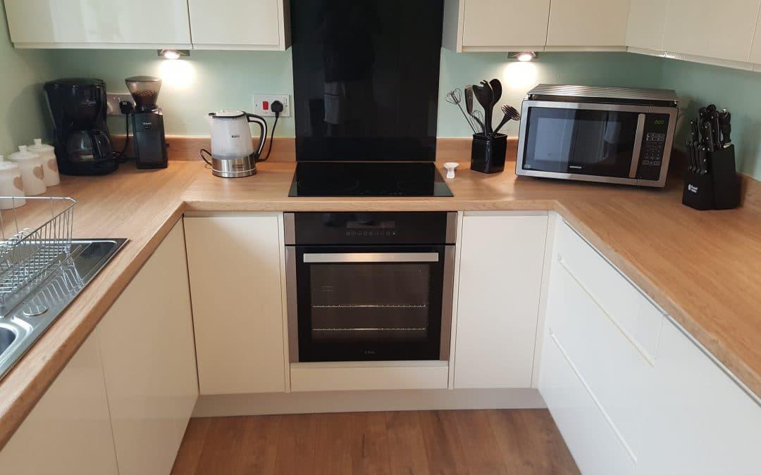 Cream Gloss Handle-less Kitchen